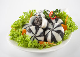 thumb-seafood-ball-with-squid-ink